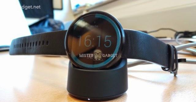 Smartwatch của Motorola hỗ trợ sạc không dây