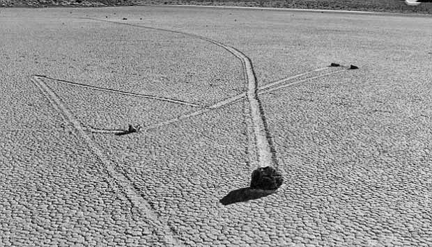Misteri Batu Berjalan di Lembah Kematian Terkuak