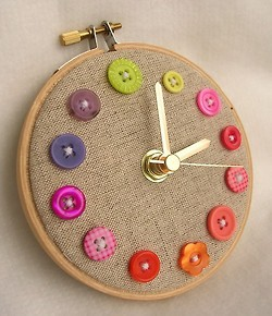 this embroidery hoop clock is a simple and fun DIY for anyone who likes embroidery hoop art