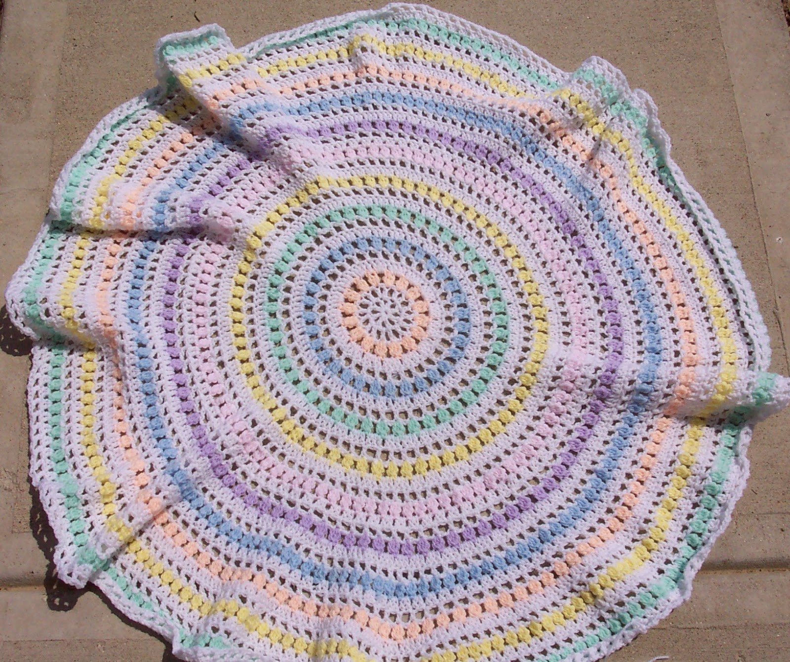 Crochet Patterns For Round Baby Blankets : SmoothFox Crochet and Knit: SmoothFoxs Spring Circle Of ...