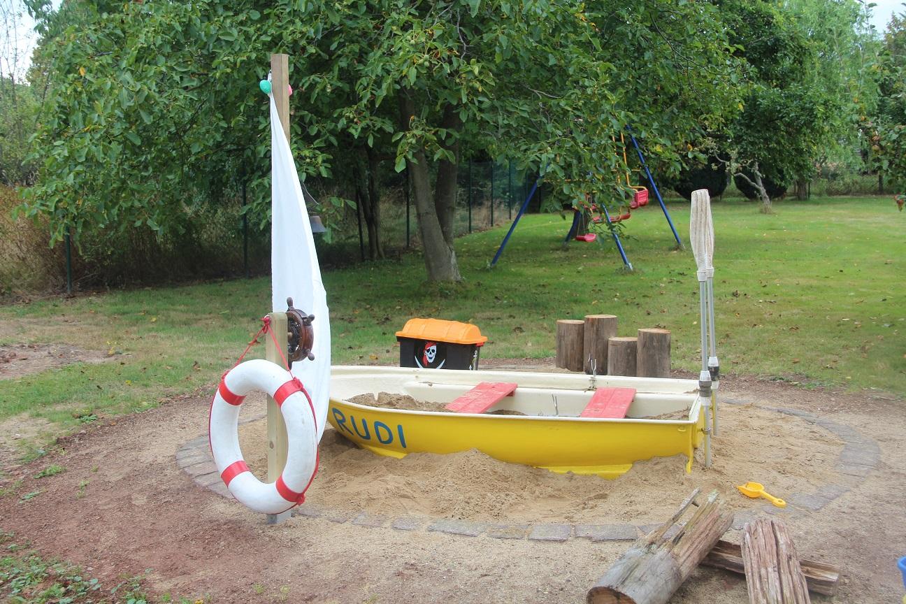 harzhexes handarbeiten rudi ruderboot und die sandoase. Black Bedroom Furniture Sets. Home Design Ideas