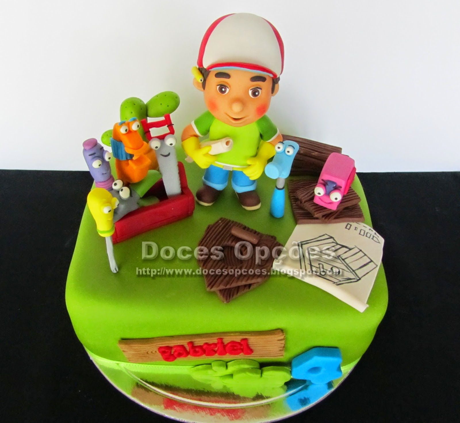 bolo aniversário Manny Mãozinhas