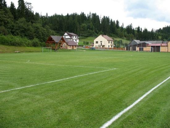 Zapomniane boisko w Pieninach. Tu też są kibice - fot. Tomasz Janus / sportnaukowo.pl