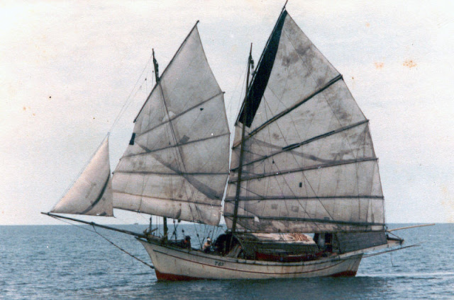 Gambar Kapal Layar Jung Transportasi Laut Zaman Dulu