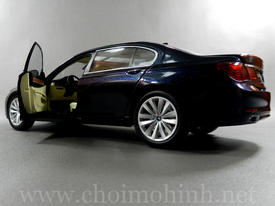 BMW 750Li 1:18 Kyosho door