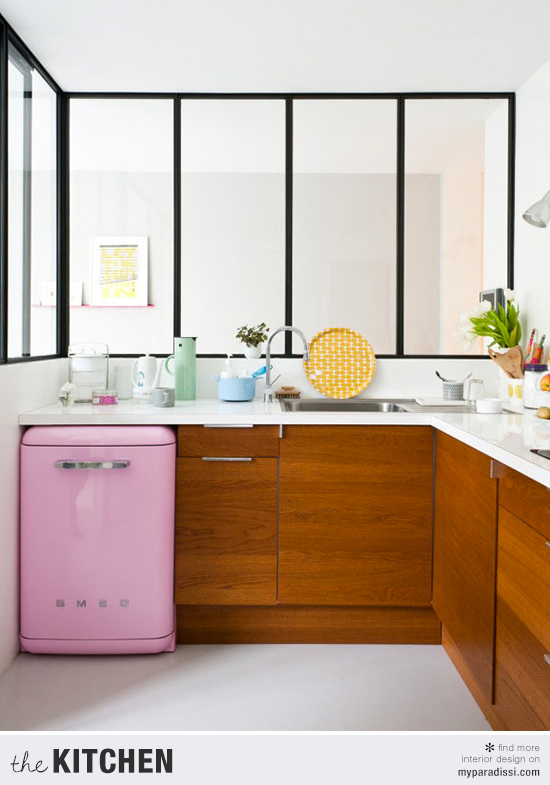 The small pretty kitchen of Caroline Gomez by Julien Fernandez via Style Me Pretty