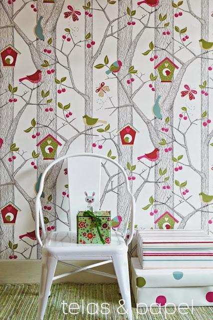 Chill decoraci n papel pintado de arboles para un for Dormitorio infantil bosque