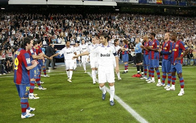 Guardo of honour performed by Barcelona at Bernabeu stadium in 2008