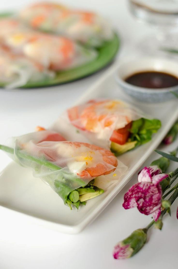 http://omnivorescookbook.com/recipes/avocado-shrimp-spring-roll
