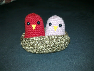 free crochet patterns: nesting love birds