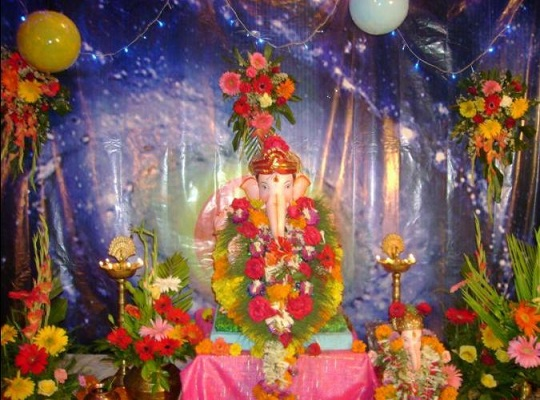 Mikeliveira 39 s space ganesh chaturthi 2012 decoration for Ganpati decorations ideas at home