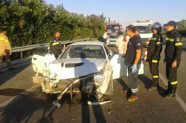 """Λαμία: Το αυτοκίνητο """"καρφώθηκε"""" στις προστατευτικές μπάρες (ΦΩΤΟ)"""