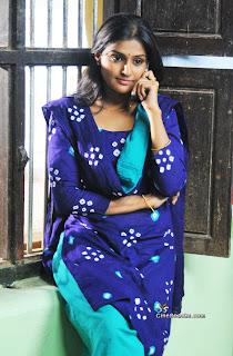 Malayalam Actress Ramya nambeesan Pictures online