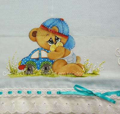 fralda pintada com ursinho de boné e seu carrinho