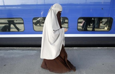 france starts ban on full-face veil