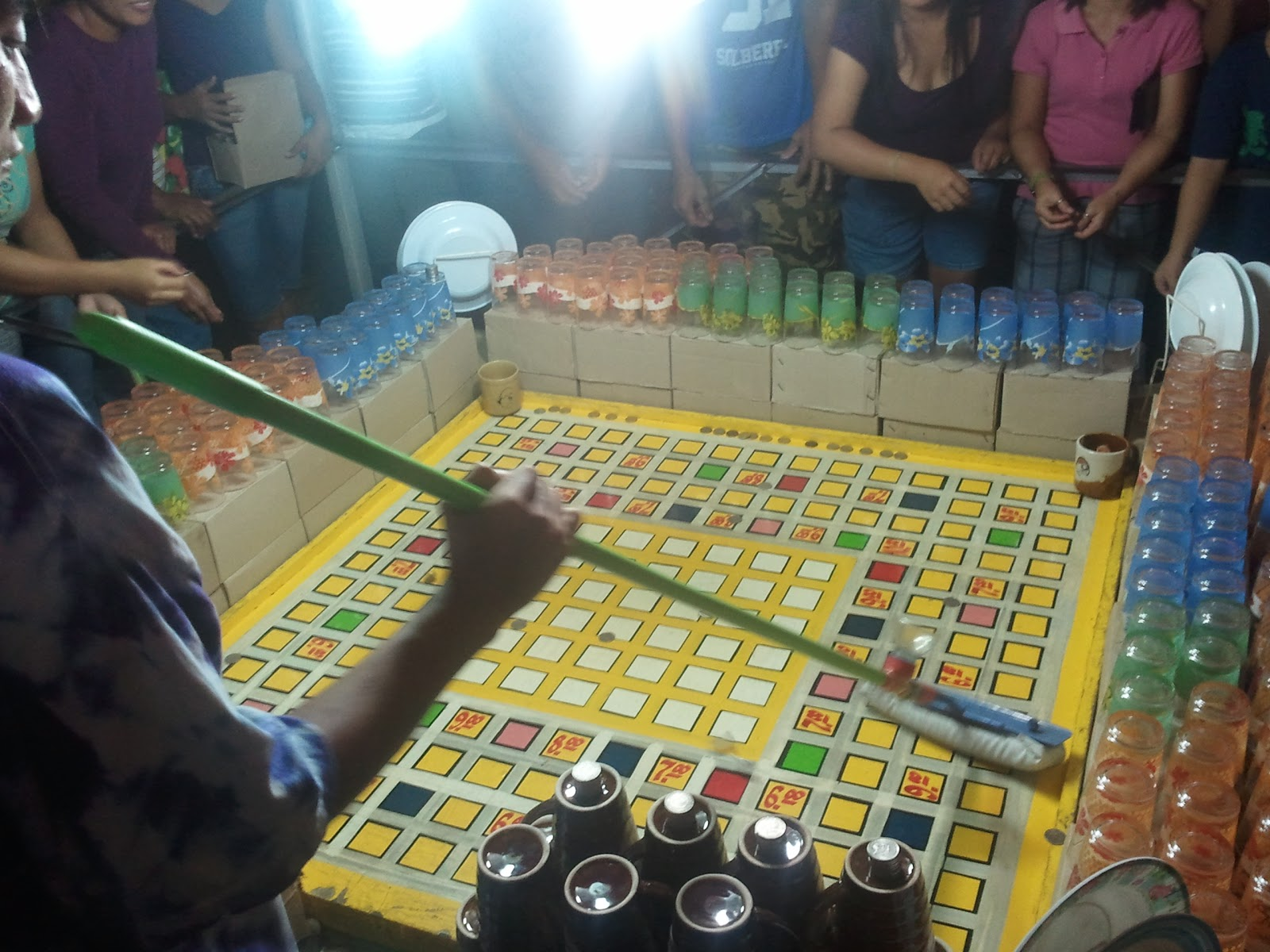 Color game in perya - When I Was A Kid They Have The 25 Cents But Now They Are Betting For 1 Peso Each Throw