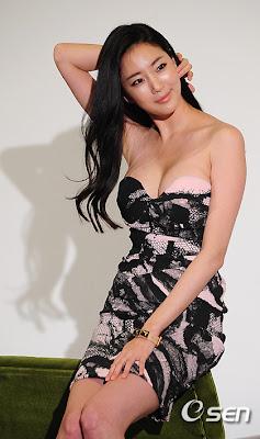 Cewek seksi yang satu ini bernama Kim Sa Rang