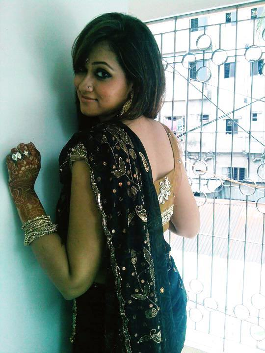 Bangladeshi Picture Gallery: Modern Bengali girls with Sharee
