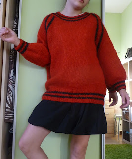 czerwono-czarny sweter