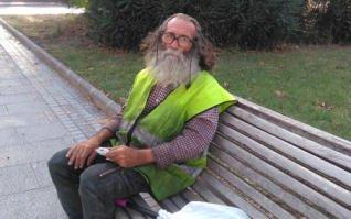 Juan Antonio vive en la calle y se arriesgó para evitar la agresión a una mujer