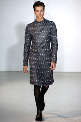 Fotos e imagens de Modelos de Vestidos para Homens