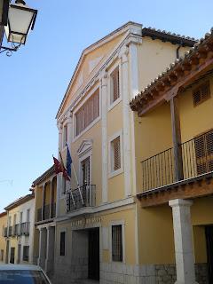 Imagen con la fachada del Teatro Municipal Diéguez de Colmenar de Oreja (Madrid)
