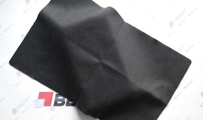 Durante la conferencia de los resultados del Q1, El CEO de BlackBerry, Thorsten Heins hizo saber que un nuevo dispositivo BlackBerry 7 sería lanzado pronto. Antes de eso, había un montón de rumores de que no llegaría nada. En este momento, no modelo oficial para el dispositivo pero hay un montón de referencias en las últimas versiones del BlackBerry Desktop Manager que sugieren que será un dispositivo 'Curve'. Solo nos queda esperar a que se filtren más especificaciones sobre este nuevo dispositivo. Está catalogado como el BlackBerry 9720. Teclado QWERTY completo. La resolución pantalla es de 480×360 Se ejecuta con