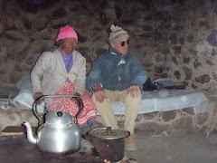 En la humilde vivienda aymara de doña Demetria Ticona:  Noviembre  2010.