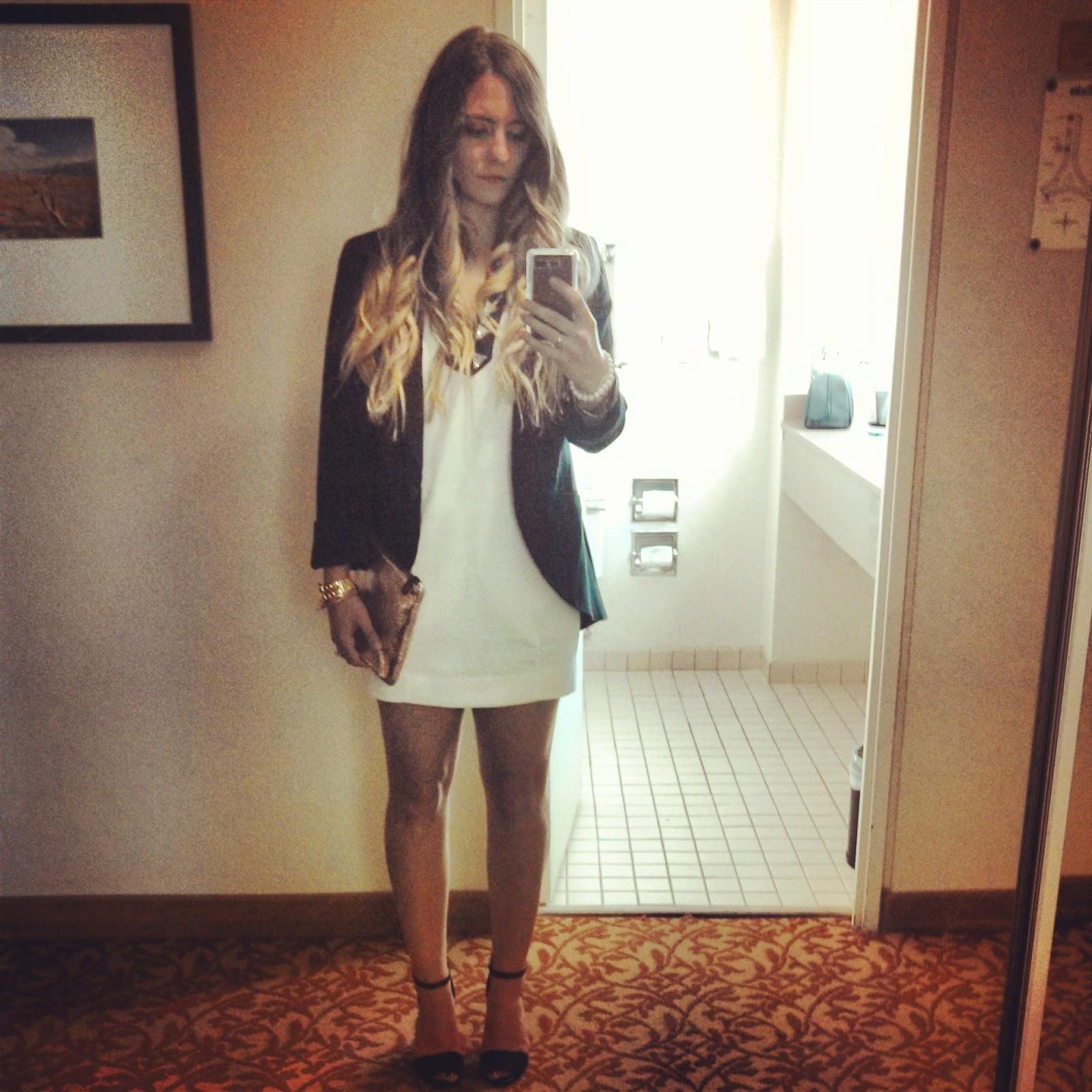 http://1.bp.blogspot.com/-37O0VW1P-Rg/UUNni1GalPI/AAAAAAAAGXc/QBiLPILNTVk/s1600/black-and-white-fashion-trend-las-vegas-hilton-hotel-zara-black-sandals.jpg