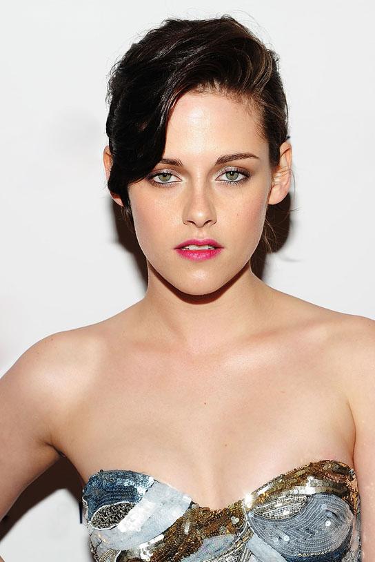 Kristen stewart 39 s eye makeup tutorials april 2012 - Coupe courte femme brune ...