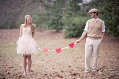 pareja amor corazones