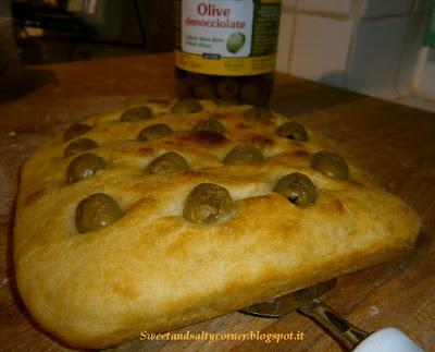 schiaccia morbida con le olive