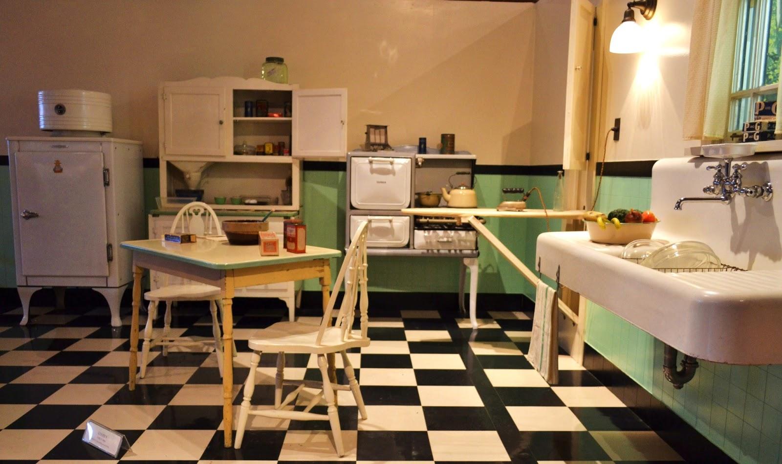 1930s kitchen kitchen fun pinterest 1930s kitchen for 1930 s kitchen cabinets