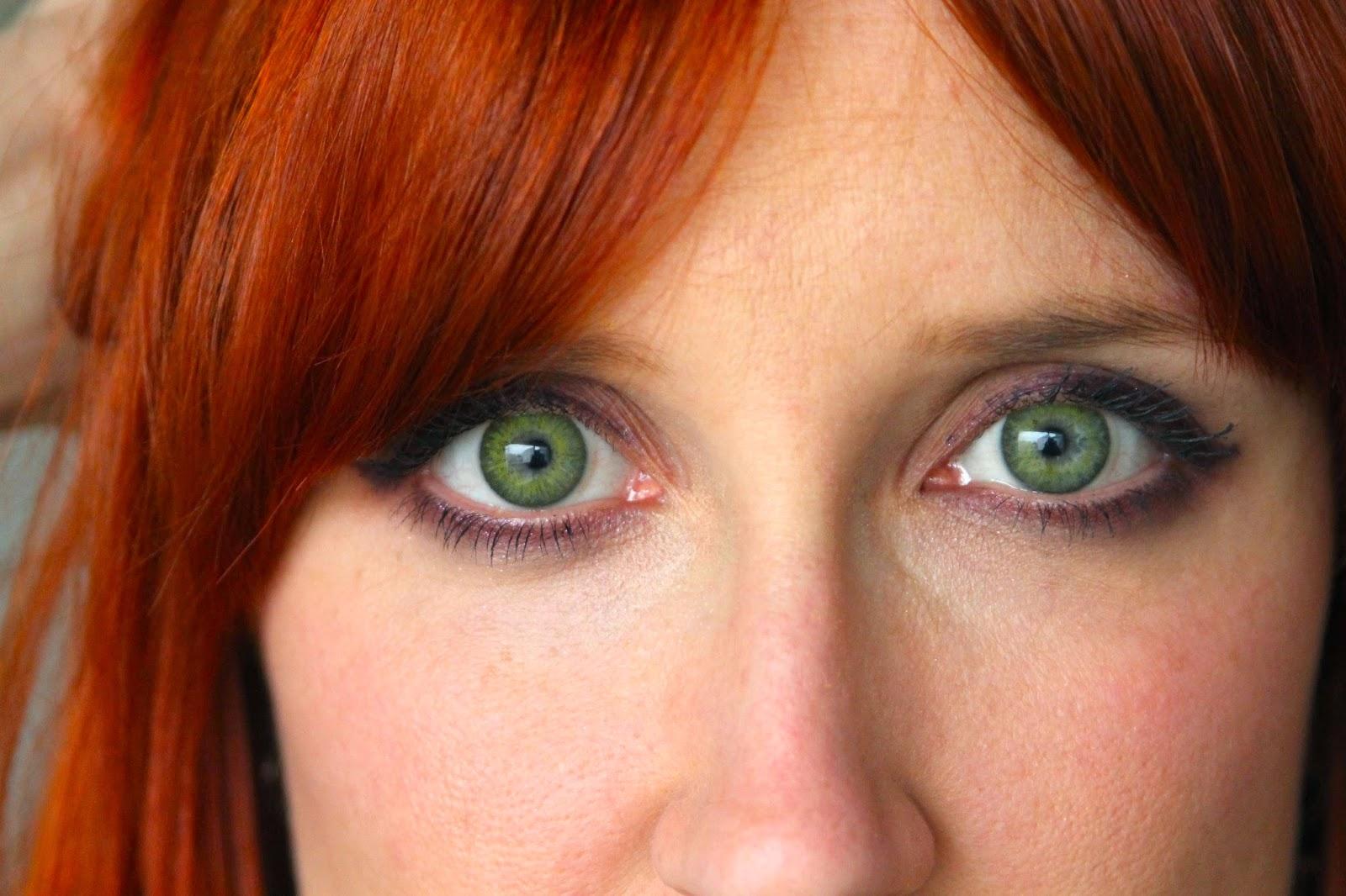essayer des lentilles de couleurs Meilleure réponse: moi j en ai mis j ai les yeux noisettes j en ai essayer des marrons tres clair sa fait tres bo les lentilles de couleur bleu c pa bo car on voit.