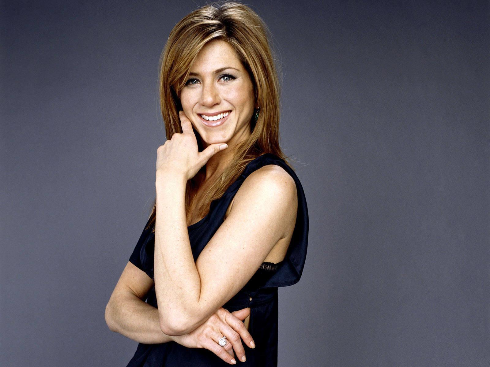 http://1.bp.blogspot.com/-383vgP4ptSM/TcMHydfvOTI/AAAAAAAAD1s/UhIDjxuiREY/s1600/Jennifer-Aniston-Wallpaper.jpg