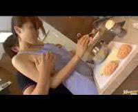 Ibunya lagi masak di ajak ngentot