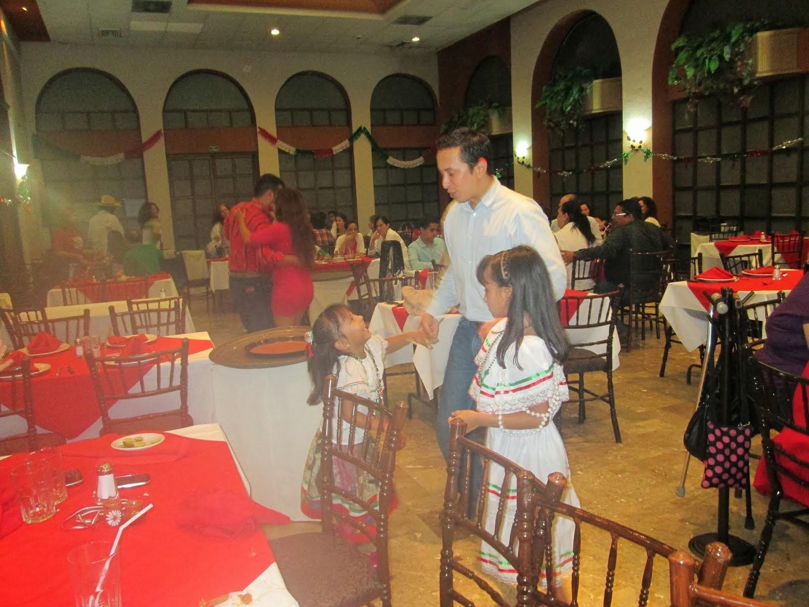 Con Papá en noche Mexicana 2013