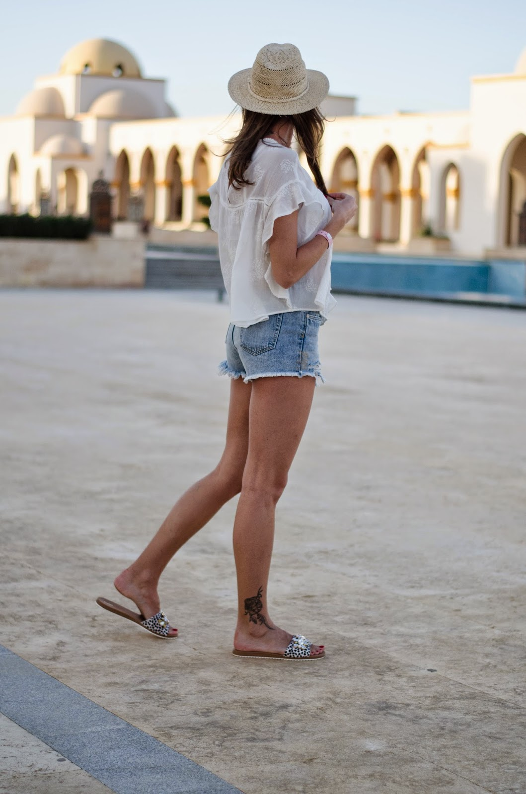 kristjaana mere sahl hasheesh white top blue jeans summer outfit