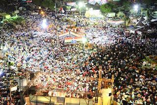 Massa pendukung Presiden Mursi di Rabiah Adawiyah sebelum dibubarkan