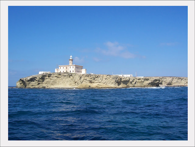 Isla de Alborán al fondo