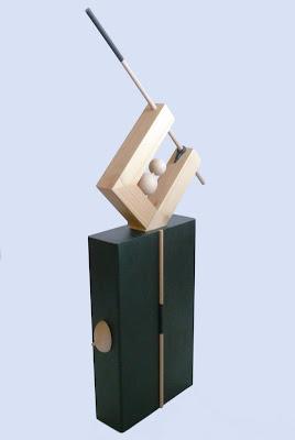 esculturas-modernas-en-metal-y-madera