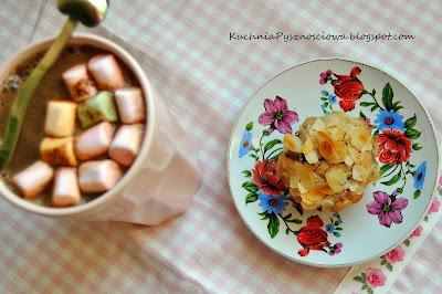 139. Cynamonowe muffiny ze śliwkami i migdałami