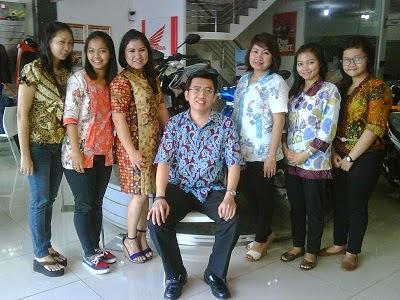Hari Kartini,  Pimpinan & Karyawan Honda Prima Motor Kenakan Batik