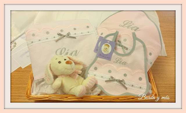 regalo bebe rosa gris