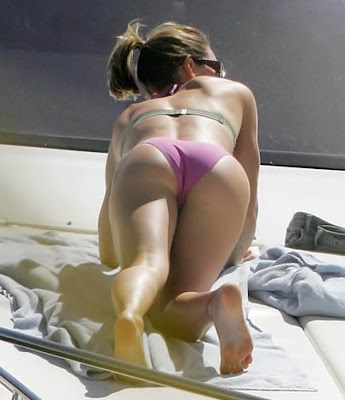 http://1.bp.blogspot.com/-39fhjWU8wVQ/TbduyXGyImI/AAAAAAAAAjQ/6bfW0J2RlJ8/s1600/jessica_biel_bent_over_nice_ass_01.jpg