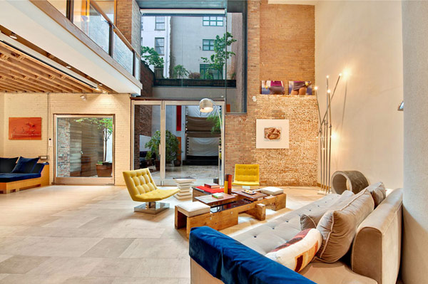 blog.oanasinga.com-interior-design-photos-contemporary-loft-with-bright-colors-2