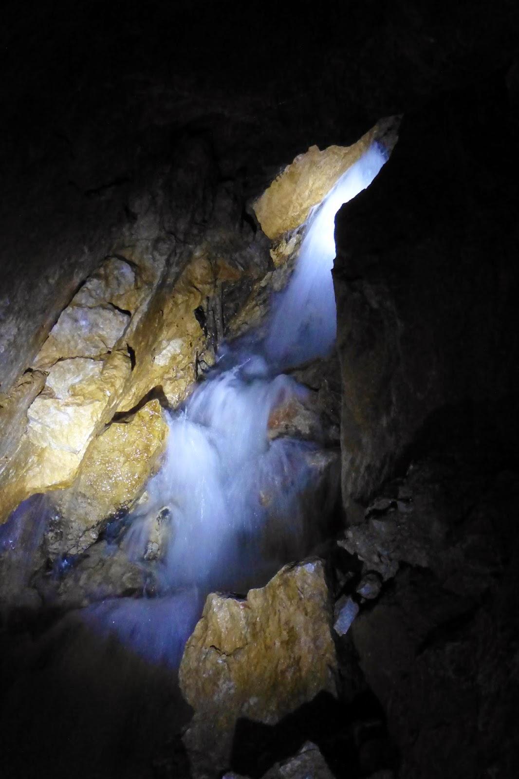 wasserfall in der lamprechtshöhle
