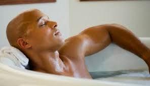 rasakan rileksasi saat berendam air hangat panas