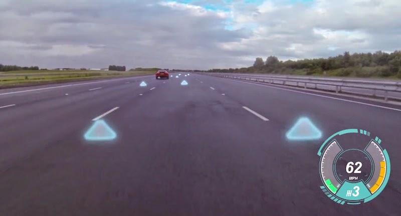 ジャガーランドローバーがフロントガラスにバーチャル映像を映し出す最新技術を発表