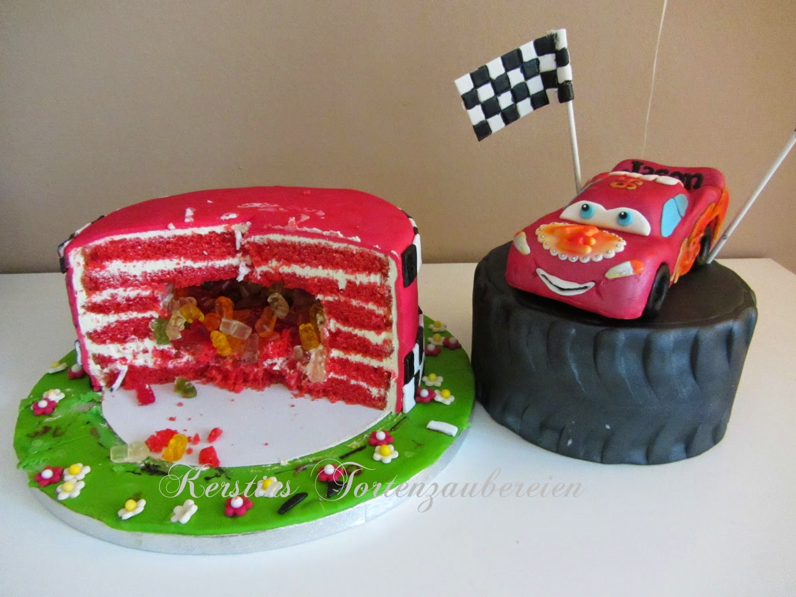 cars lightning mcqueen pinata torte. Black Bedroom Furniture Sets. Home Design Ideas